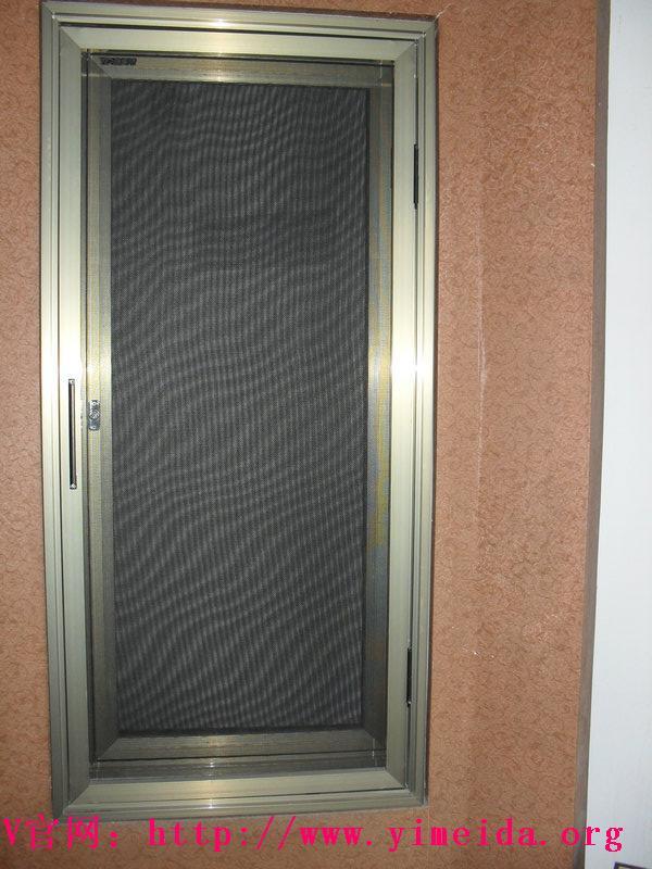 意美達平開紗窗_防蚊紗窗使用中