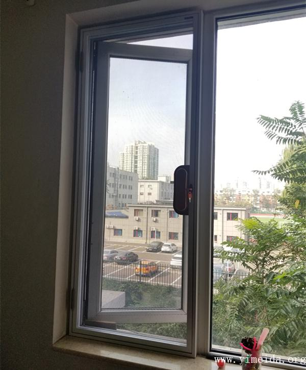 可拆洗口袋鎖金剛網紗窗使用中_防蚊紗窗_平開紗窗