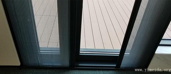 折疊紗門底框需定時清理灰塵
