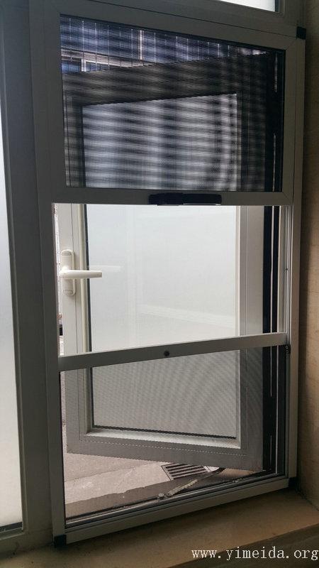 三趟金剛網紗窗與外開窗同時打開實景